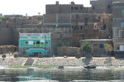 Blue-house-on-Nile