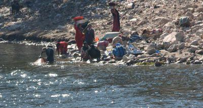 Washing-in-Nile-3