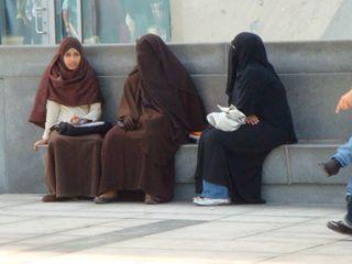 Women-in-burkas-1