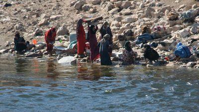 Washing-in-Nile4