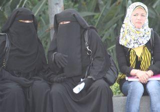 Ladies-in-burkas-2