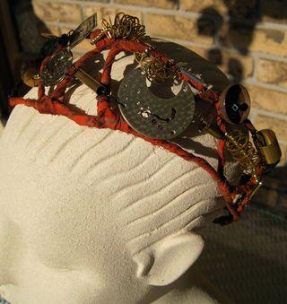 Gadget-crown