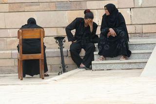 Egyptian-women-sitting