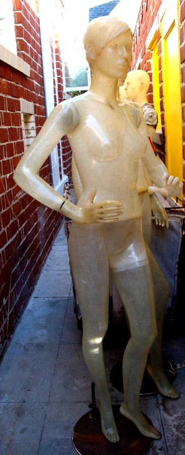 Alley-mannequin-orig