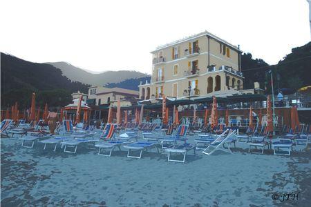 MonteRosaAlMare-beach-post-card