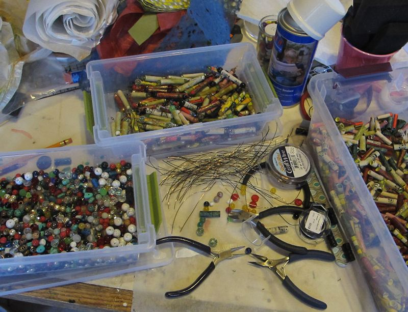 Making-paper-beads