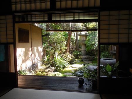House-garden-of-gold-leaf-artist-in-Kyoto