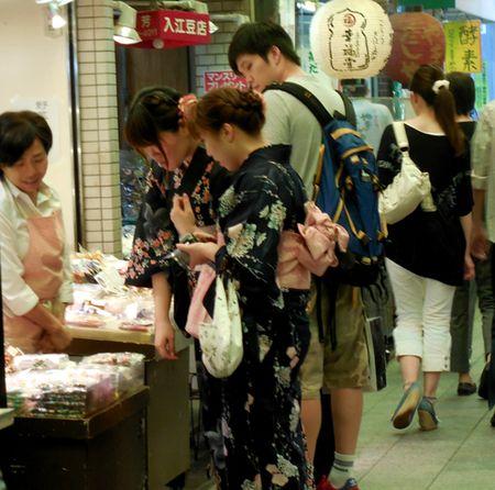 Kimono-Nishiki-Koji-Dori-Market-in-Kyoto-5