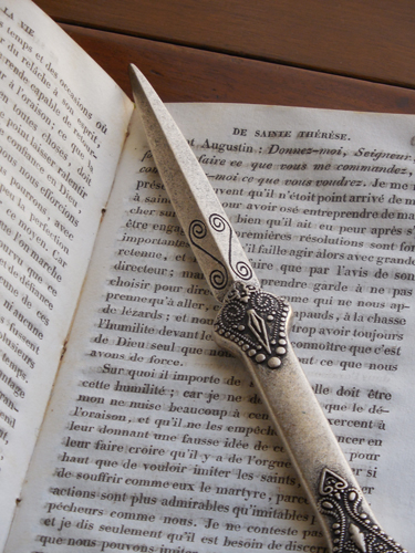 Orvieto-letter-opener-and-book