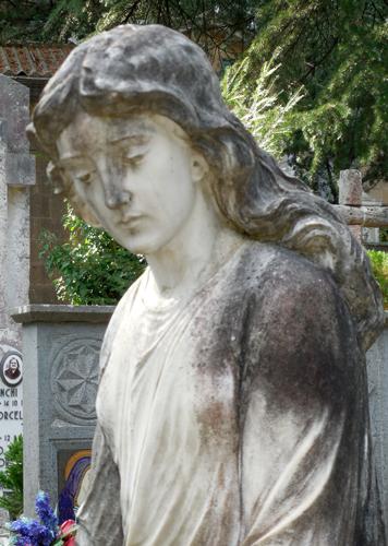 Orvieto-cemetery-statue-1