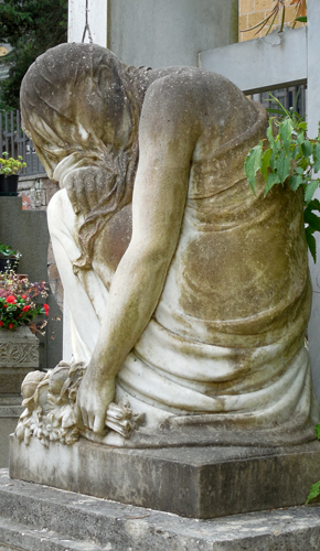 Orvieto-cemetery-statue-5