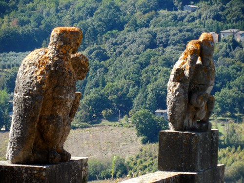 Eagle-gate-to-Orvieto