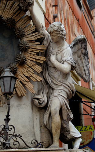 Rome-statue-by-Trevi